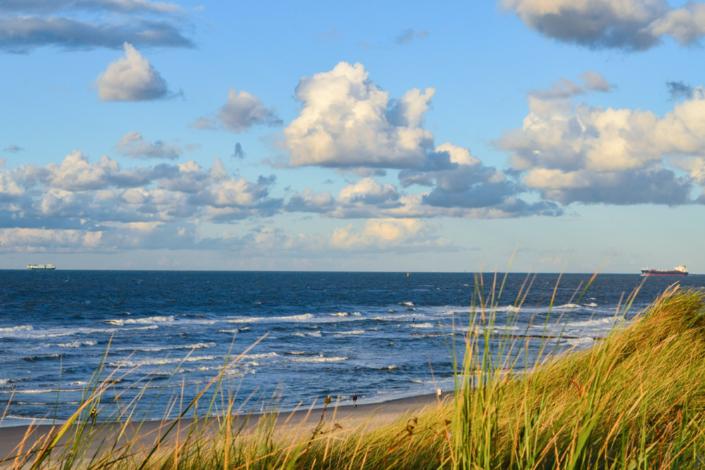 Die Ostseeinsel Usedom bei einem Spaziergang im Frühling am Strand entdecken