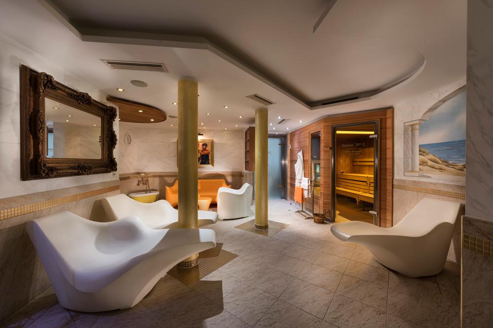 Gönnen Sie sich zur Entspannung und Erholung unseren Wellnessbereich mit Sauna